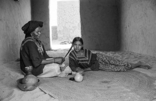 Touaregfrau mit ihrer Tochter-Iferouane-Air-Bergland-Niger-2000