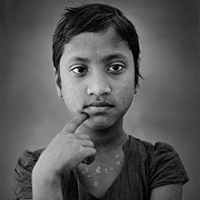 "FERDOSI _ aus dem Projekt ""Bideshi Photostudio"" // Kurt Hörbst"